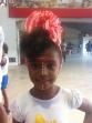 Crianças se divertndo com a brincadeira de turbante e make afro.
