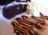Bolo morno de chocolate e amêndoas com sorvete de creme